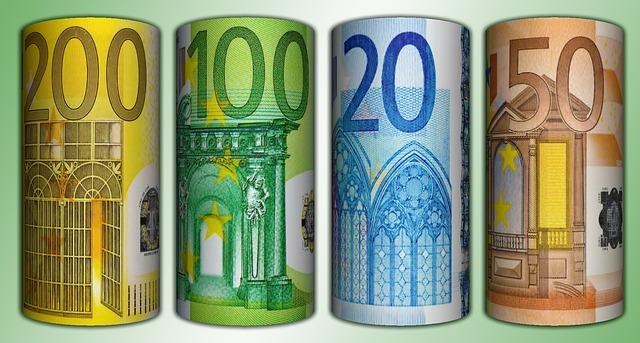 Skolinu pinigus grynais