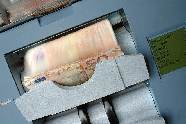 Kas gali paskolinti pinigu