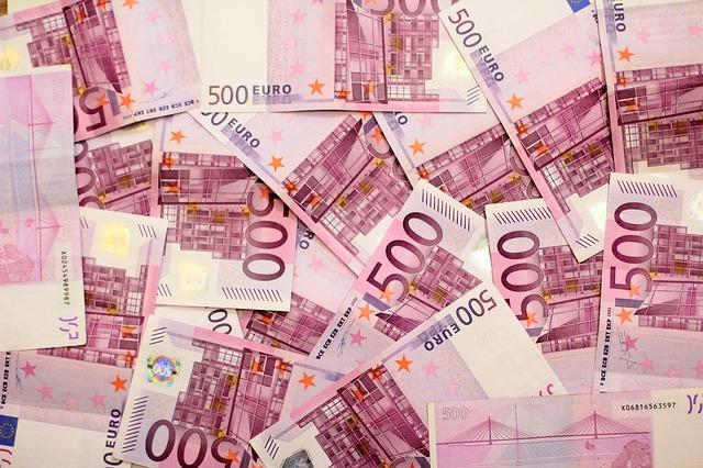 Skolina pinigus privatus asmenys